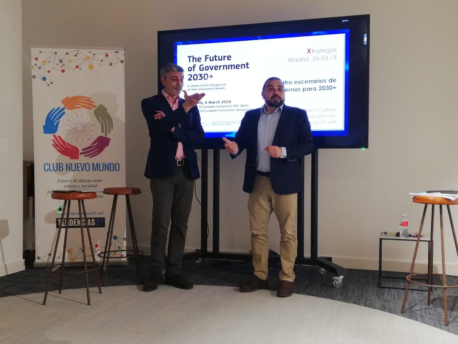 Momento de la presentación del proyecto. Rafael Martínez-Cortiña (izda.) junto a Juan Zafra. Foto: Xtrategas.